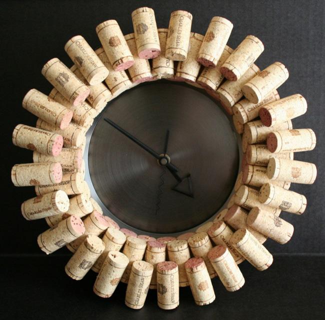 Horloge fabriquée avec des bouchons en liège