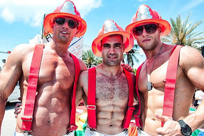 Photo Gay pride Pompiers dénudés