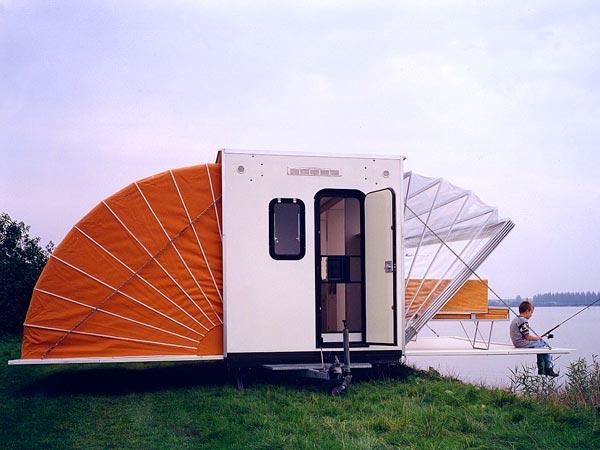 caravane concept au bord de l'eau