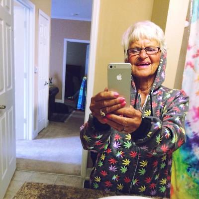 Baddie Winkle selfie