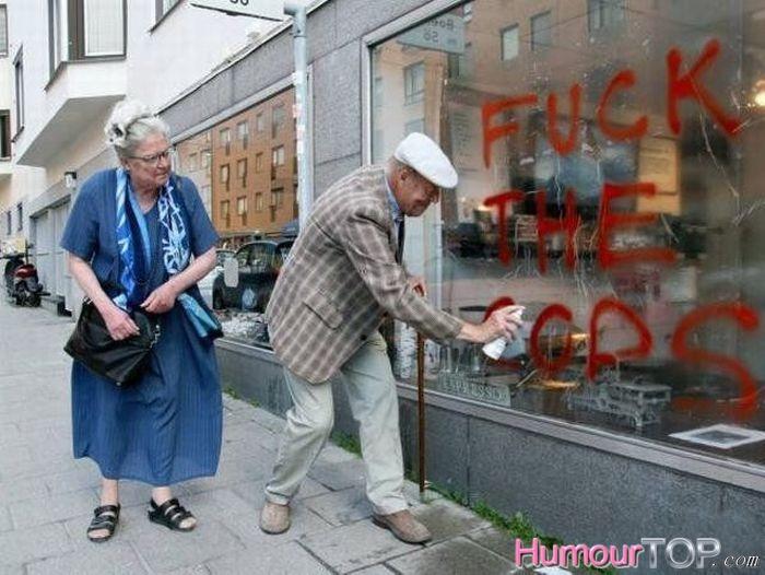 personnes âgées qui montrent qu'il n'y a pas d'âge pour s'amuser! 2