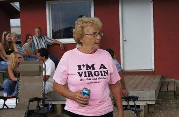 personnes âgées qui montrent qu'il n'y a pas d'âge pour s'amuser 2
